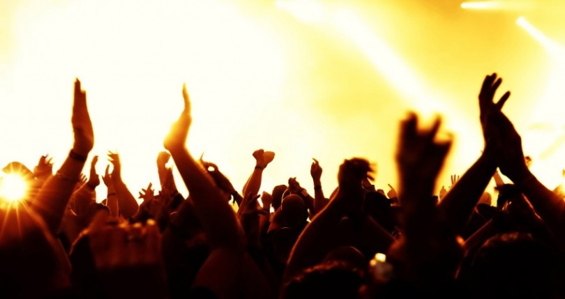 concert_hands_in_the_air-wallpaper-2560x1600-848x450